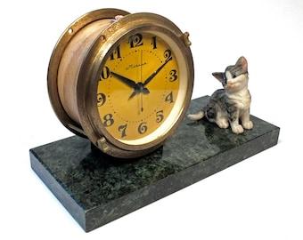 Molnija mantel clock with Kitten.