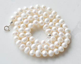 Pearl necklace, cream pearl necklace