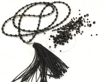 """Kit creation """"holiday rupees"""" black necklace"""
