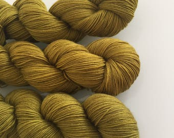 Hand Dyed 4ply BFL yarn in colourway John Hammond 100g