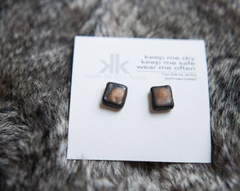 Small Saturation Gold Stud Earrings