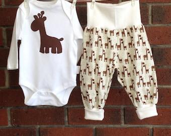 Baby outfit giraffe // neutral baby outfit //  2 piece set // size nb 3 6 12 18 mths // giraffe baby clothes // newborn giraffe set