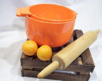 2 Orange Ingrid Ltd Chicago,Melamine Mixing Bowls,Batter Bowls,With Spout and Rubber Base,1980's