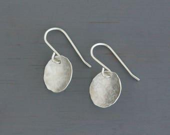 Round Simple Silver Earrings. Sterling Silver Disc Dangles. Simple circular orb earrings. Minimalist Jewelry. Handmade in Sydney : SciDmHDcv