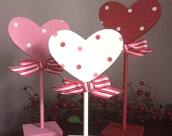 Hearts, set of 3 pedestal hearts