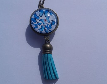 Necklace double face off of butterflies on one side and flower on the other side