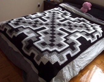 Crochet Blanket Pattern pdf: Frost Queen blanket - granny square, queen size, intermediate pattern, join-as-you-go, worked in-the-round