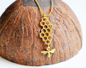 Honey Bee necklace Honey comb necklace, Hexagon necklace, Honeycomb jewelry, Beehive jewelry, Bee pendant, Bee keeper gift, Novelty necklace