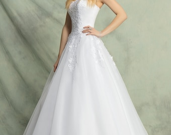 Beautiful delicate dress with tulle and organza