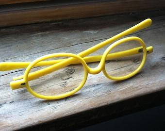 Little Miss Sunshine's vintage yellow glasses