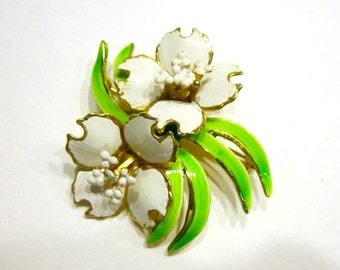 """Vintage White Flower Brooch Green Enamel Pin 2"""" Large Spring Jewelry Gift Idea for Her Under 30 Jewelry Gift"""