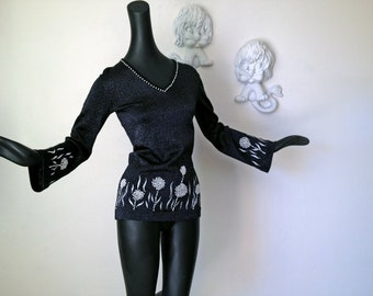 70s Black Metallic Tunic Top Vintage 1970s Mod Hippie Faux Pearl Groovy Bell Sleeve Disco Sweater Top Small