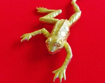 Large Goldtone JJ Jonette Climbing Frog Brooch Pin