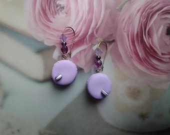 These delicious macaroons with blackcurrant Fimo earrings