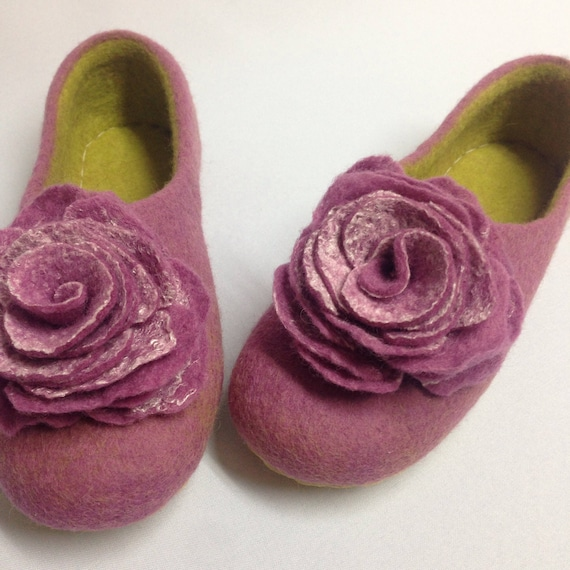 gift slippers clogs Mothers Woolen for gift Warming her day Yellow Felted coworker Pink shoes for house wool gift slippers Woman's xXFnYI7qY