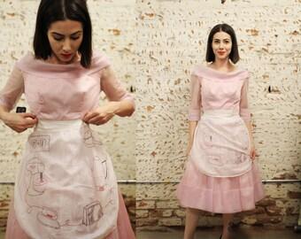 Vintage 1950s apron / housewife / novelty print / household kitchen items - toaster, mixer, iron - betty draper / sheer / white / silk