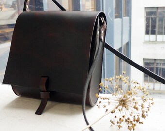 Large cross body leather bag, leather satchel, messenger bag, brown cross body pouch, Hand sewn bag.  Made in UK