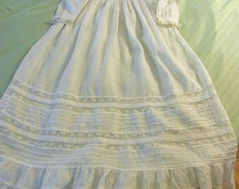 VICTORIAN BABY CHRISTENING Long Gown Dress, Fine Hankie Cotton Embroidered Lace Neck Yoke Cuffs Hem, Pleats Mop Buttons, 1890s Made Pristine