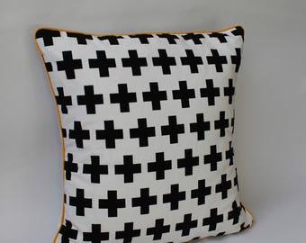 Bib 0-6 months mixed reversible white with black polka dots