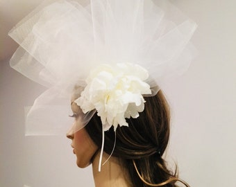 ivory fascinator with veil
