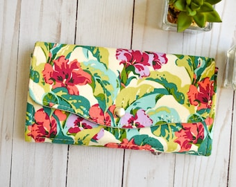 Green Womens wallet. Floral phone wallet Floral gift Large wallet. Clutch wallet. passport wallet. Travel gift for her. Mothers day gift.