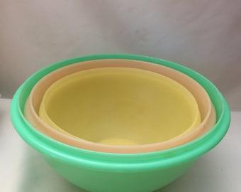 Set of 3 Pastel Tupperware Mixing Bowls