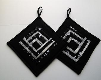 Black White Quilted Pot  Holders  Padded Potholders Patchwork Potholders  Set of 2