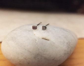 Little square earring / handcraft  / Sterling silver