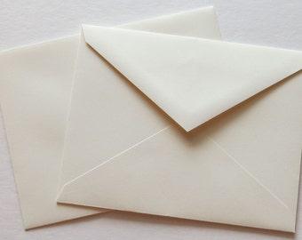 PPE43  Qty. of 50 A2 70 lb. Vanilla Paper Envelopes 4 3/8 x 5 3/4 (11.11cm x 14.61cm)
