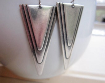 Silver Art Deco Earrings, Triangle dangles, Pyramid Earrings, Geometric Earrings, Trending Style, Modern Earrings