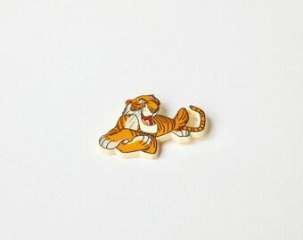 Vintage 1980's Disney plastic Shere khan badge. The jungle book badges. Tiger Shere khan badge. Disney animal badges.