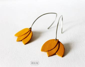 Tan Leather petals earrings