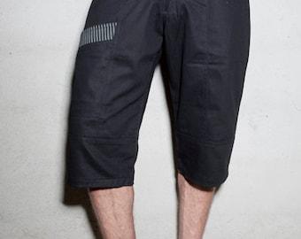 Black bermuda shorts – Stripes