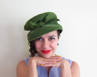 Vintage 1960s Green Velvet Slouch Hat with Bow / 60s Midcentury Green Toque Hat By Eva Mae Modes