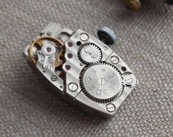 In RARE working vintage watch movement...