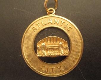 Vintage 14K Yellow Gold Atlantic City Boardwalk Hall Charm Pendant 3.3 g, 25 cm Diameter