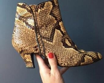 Vintage snake skin ankle boots 1970s : Size 7.5 - Designer Norman Kaplan of Las Vegas