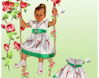 "Festive Babykleid, christening robe ""Sleeping Beauty"" with a Handegemalten rose Vine"