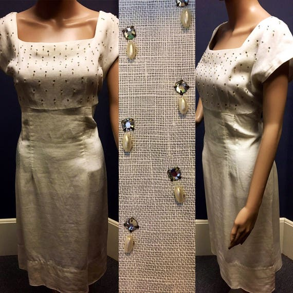 """Vintage 1950s White Linen Short Sleeve Dress w Pearl and Rhinestone Accents Size XL 33"""" Waist"""