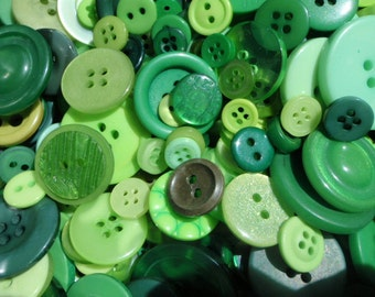Green Sewing Button Mix 5 to 30mm