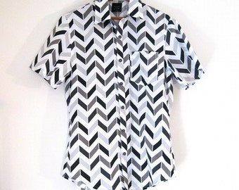 Black, White, and Gray Chevron Buttondown Shirt with 3-Hole Buttons // Small