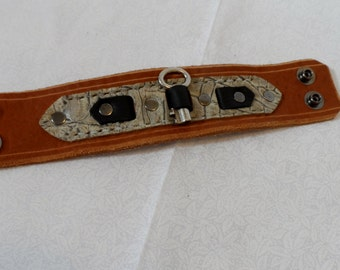 Deluxe Key Band - Tan and White Alligator, 7.5 Inches