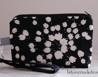 Black Wrislet w/White Leaf Pattern