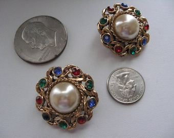 VOGUE Round Pearl Centered Rhinestone Clip On Earrings 1960s