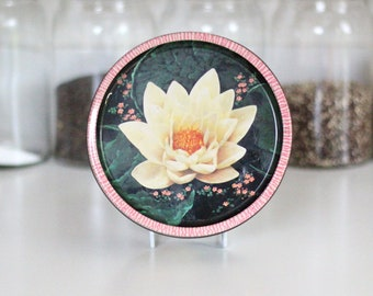 Pretty 1960s lilly pad sweet tin