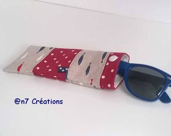 Glasses case red fish.