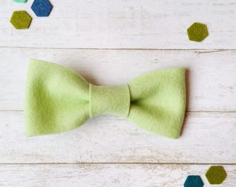 Kids Bow Tie. Apple Green Felt Bow Tie. Bow Tie for Boys. Boys Bow tie. Toddler Bow Tie. Baby Boy Bowtie. 1st Birthday Bow Tie. Photo Prop