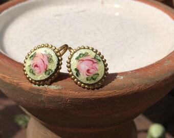 Vintage Gold Tone Painted Flower Enamel Screw Back Earrings