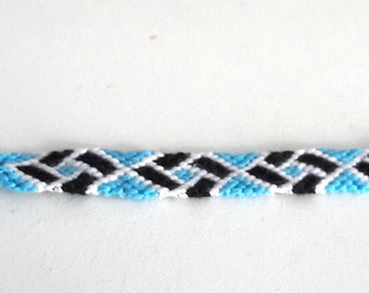 Friendship bracelet square pattern