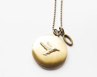Gold Bird Locket, Hummingbird Locket, Hummingbird Necklace, Bird necklace, Hummingbird Jewelry, Hummingbird Locket Necklace, Photo locket